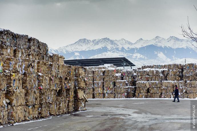 Тюки с сырьем складируются в специальном помещении или на территории завода. Особые условия для хранения...