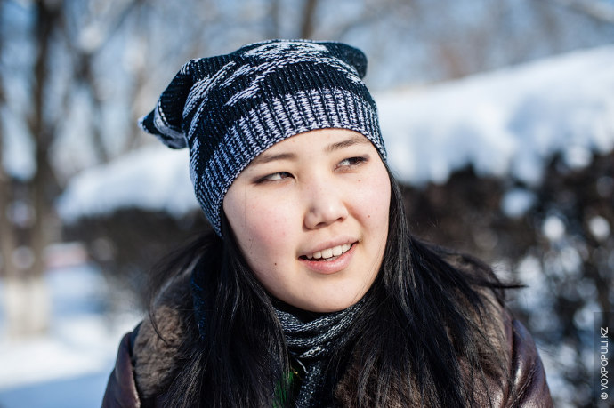 Саяжан Абирбек, 18 лет, студентка КазНУ.  – В каком году были приняты государственные символы РК?  – Символика...