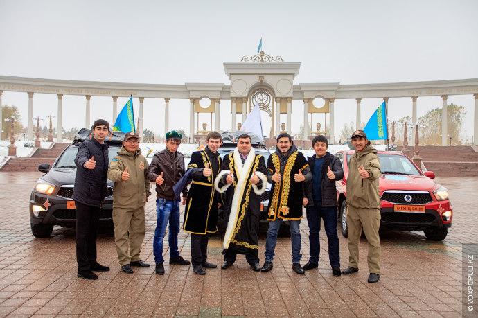 В самом крупном городе страны, Алматы, путешественники отправились в недавно отреставрированный  музей музыкальных инструментов,...