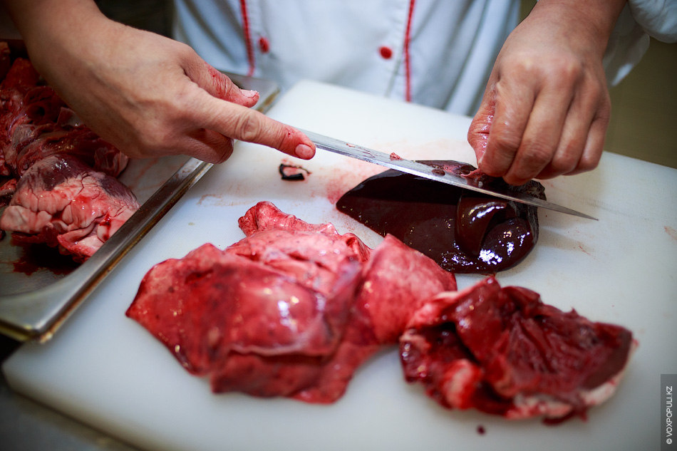 Сердце отчищается от сгустков крови, а легкие от хрящей