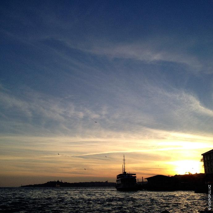 В небе над Стамбулом.