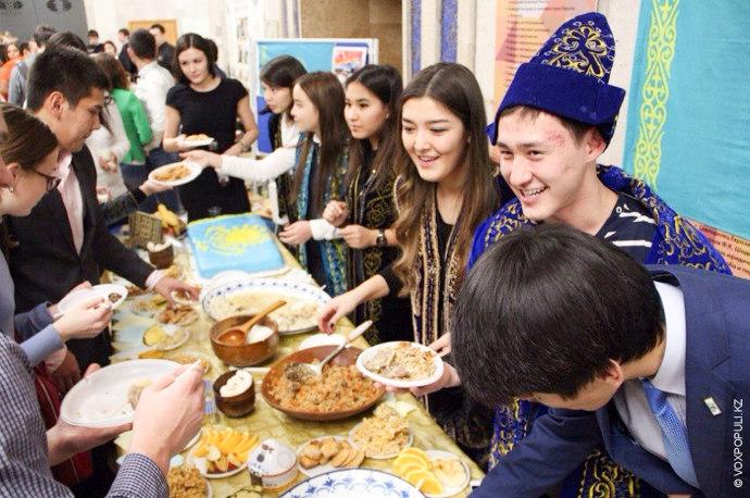 16 декабря казахстанцы по всему миру отпраздновали День Независимости. О том, как провели этот день...