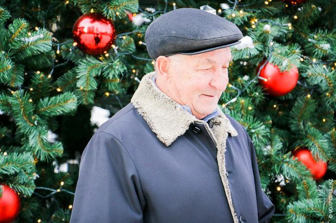 Владимир Иванович, пенсионер.  – Как Вы готовитесь к Новому Году?  – Ну как? Уже подарки купил родным....