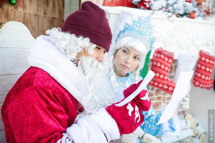 Самое время вставать. Медленно-медленно поднялся Дед Мороз с кровати, потянулся.«Что у нас на сегодня, внученька?»...