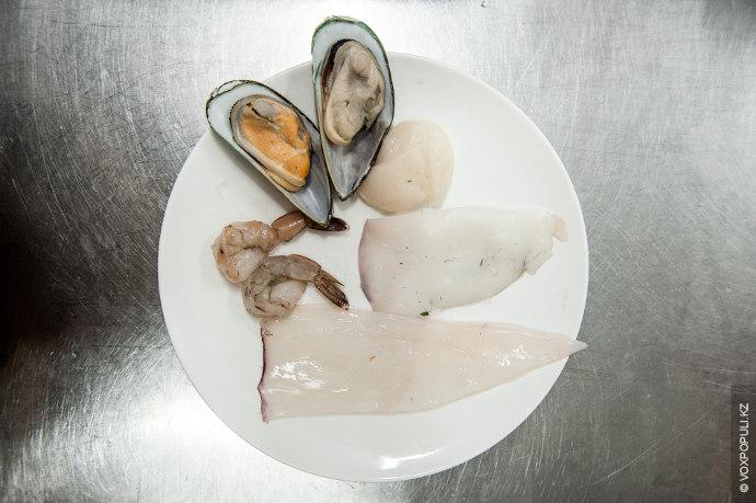 В качестве горячего блюда предлагаем приготовить дорадо с жульеном из морепродуктов. Для приготовления одной порции...