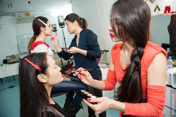 Также профессиональные визажисты – Дана Тайрабекова и Диляра Аубакирова – создали три make-up, которые прекрасно...