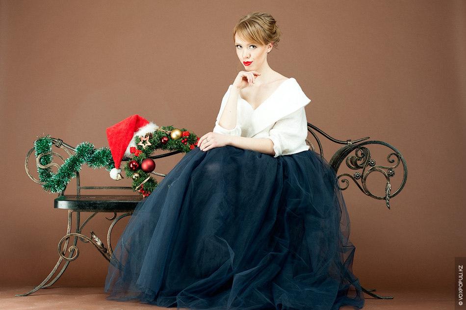 –Натуральный льняной жакет (38000 тенге) идеально сочетается с синей юбкой-пачкой (45000 тенге) – невероятно женственный...