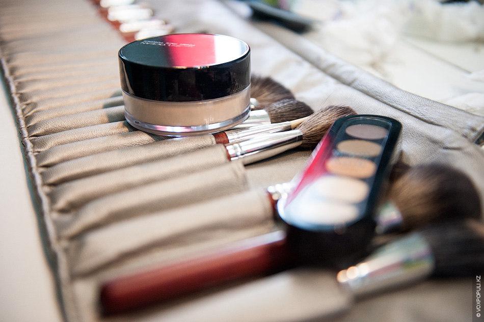 – В наступающем году актуален естественный макияж, подчеркивавший природную привлекательность женщины. В тренде останутся брови...