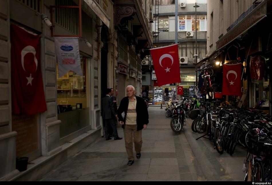 В свою очередь, турецкое правительство взяло на себя расходы по обустройству казахских политических беженцев. Им...