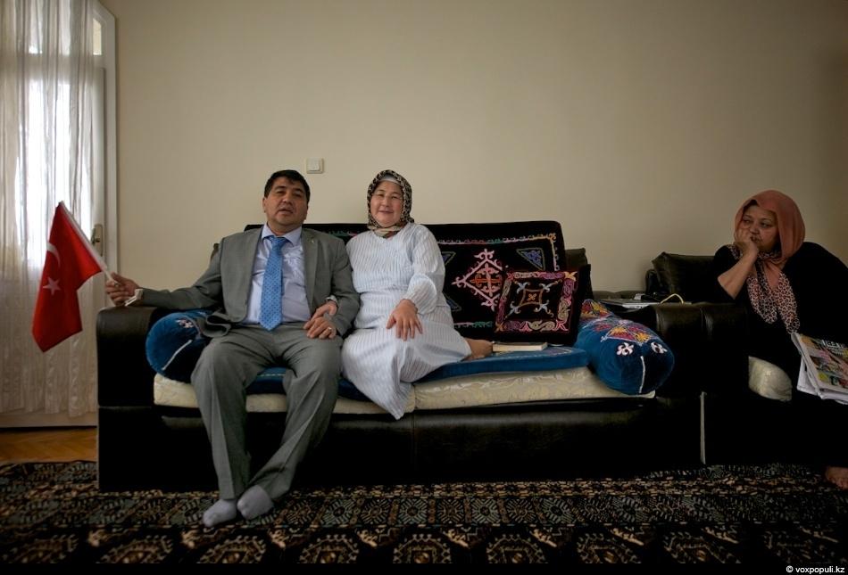 В другом доме живут супруги: муж - адвокат, а жена -стоматолог.- Мои родители были учителями...