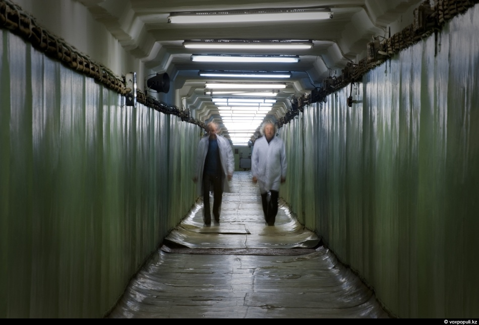An almost one-kilometre-long corridor leads to it through a specially constructed underground bunker.