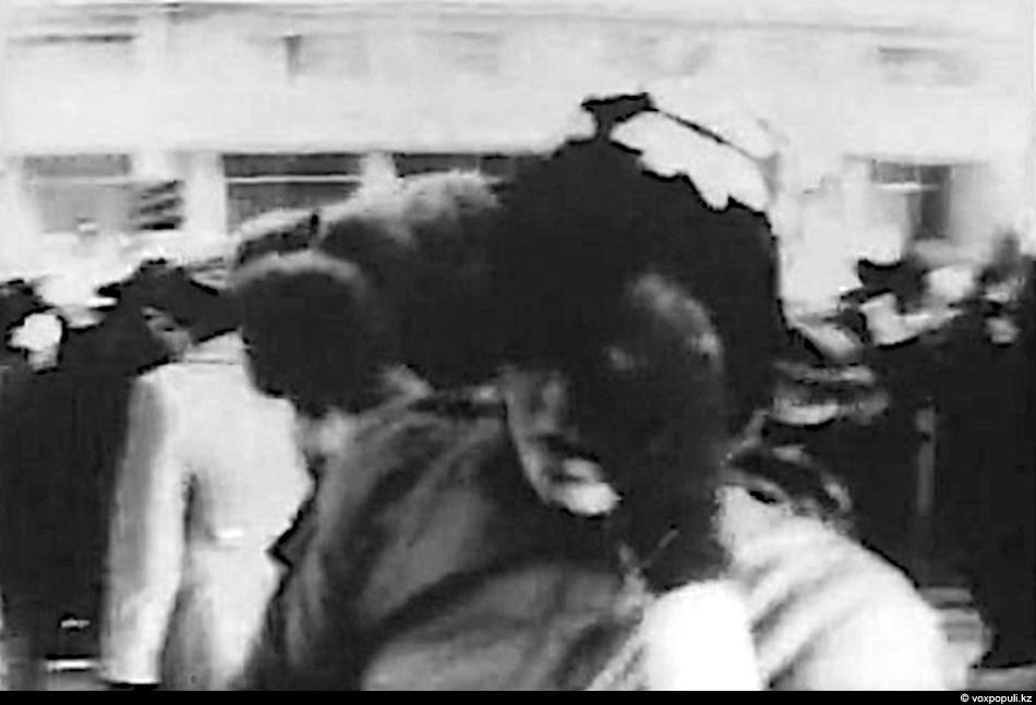 Фото девушек в общественном транспорте под юбочки 21 фотография