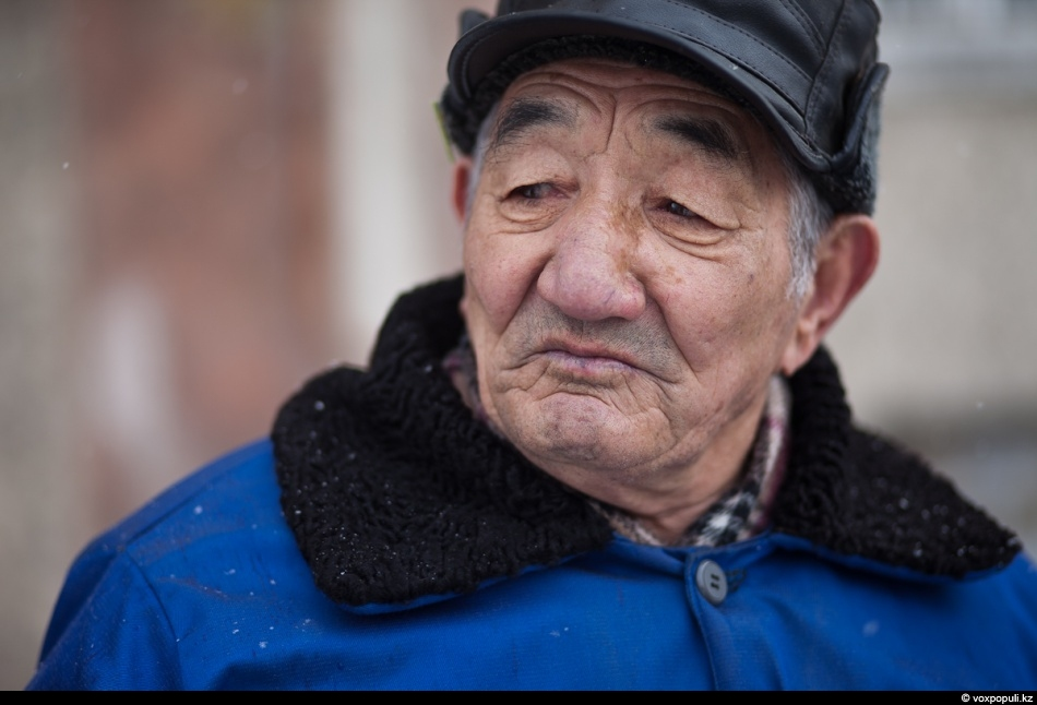 The temperature in 80-year-old Usser Sarbayev's flat has been below +8 degrees for about two...