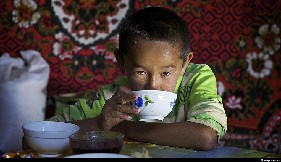 Дети чабанов рано взрослеют. Это чувствуется и в общении, и во взгляде и по рукам...