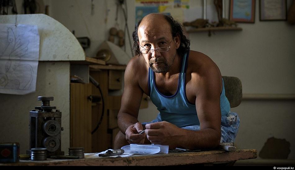 Художник Мурат Жексенбаев из Тараза сохраняет в своем творчестве традиции предков