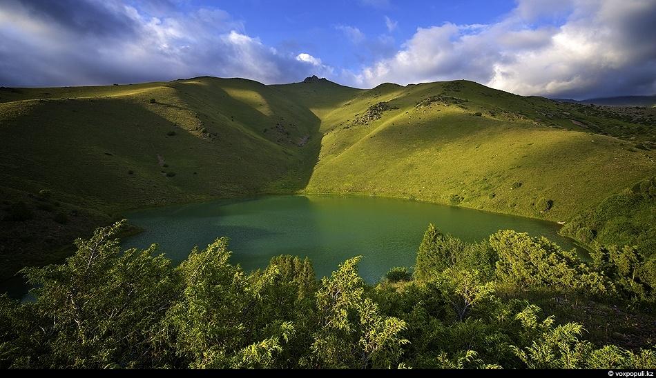 Озеро Аулиеколь в верховьях Каракыстака. Кыргызский хребет