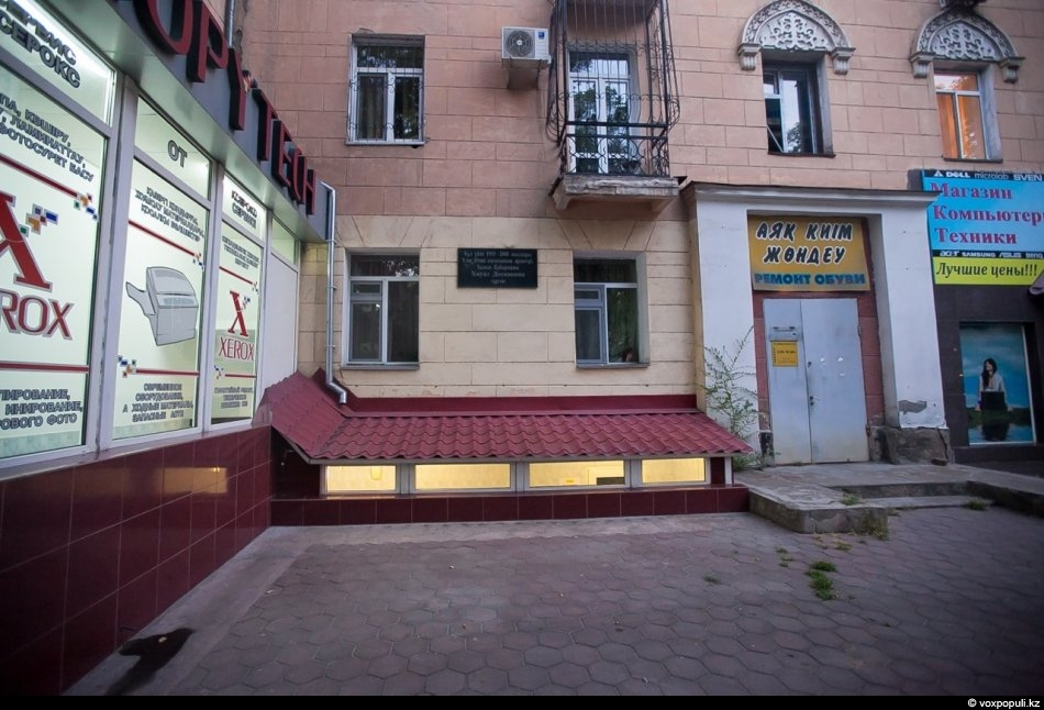 """При жизни в 2004 году она получила звание """"Халык Кахарманы"""". Хиуаз жила в центре..."""
