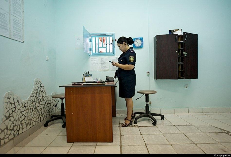 Видео онлайн личный досмотр в женской тюрьме #2