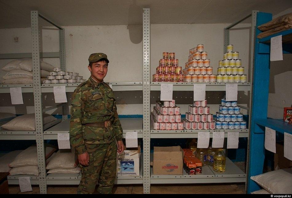 Солдат-срочник из Шымкента:- У нас есть повар, служащая из поселка Акчука, когда она отрабатывает свои...
