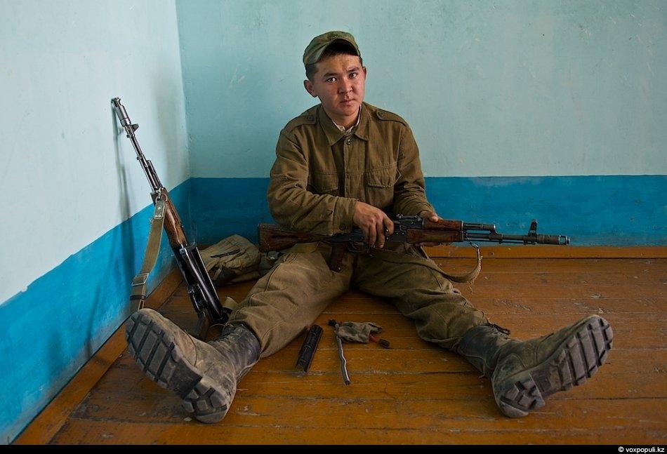 Рядовой Саят Бишкен, 20 лет, из Кустанайской области с. Амангельды. Один из лучших солдатов-срочников на...