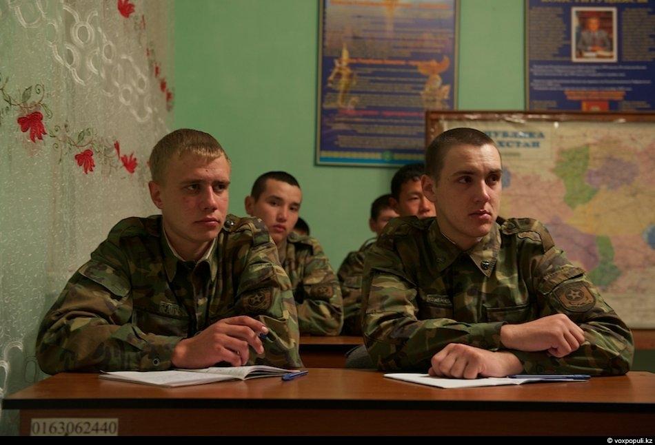 Все занятия проводятся на государственном языке. Большинство солдат-срочников, не знающих казахский язык, через некоторое время...