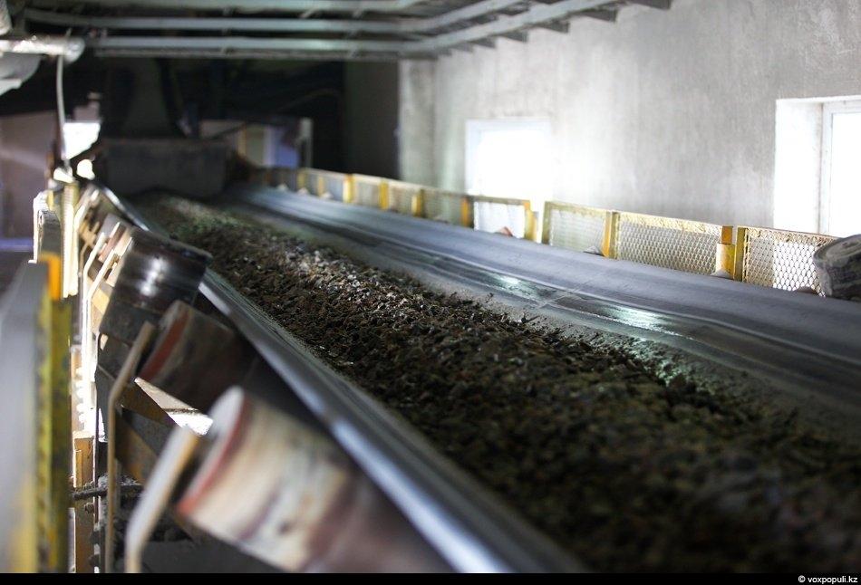Измельчение проводится в две стадии. Первая стадия проходит в мельнице полусамоизмельчения, после чего измельченная руда...