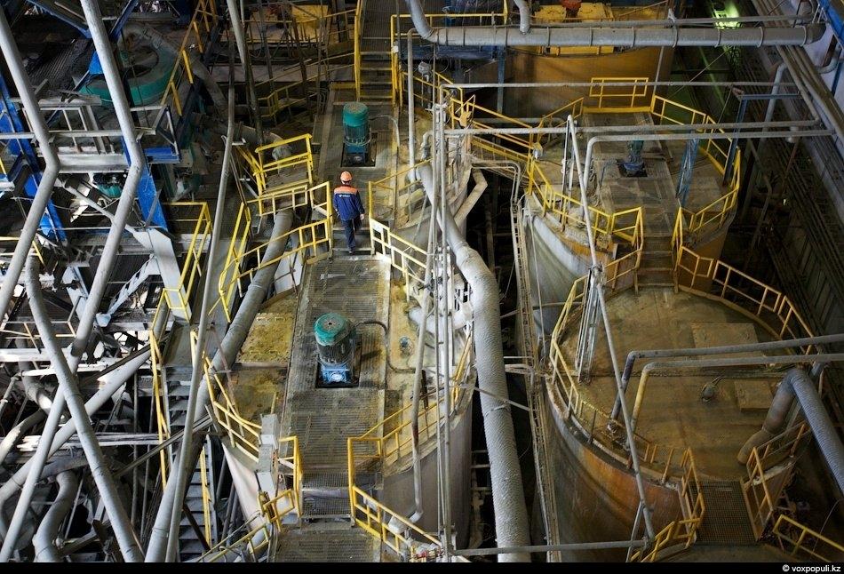 А это отделение гидрометаллургии, где золото также выделяют из руды с помощью водных растворов с...