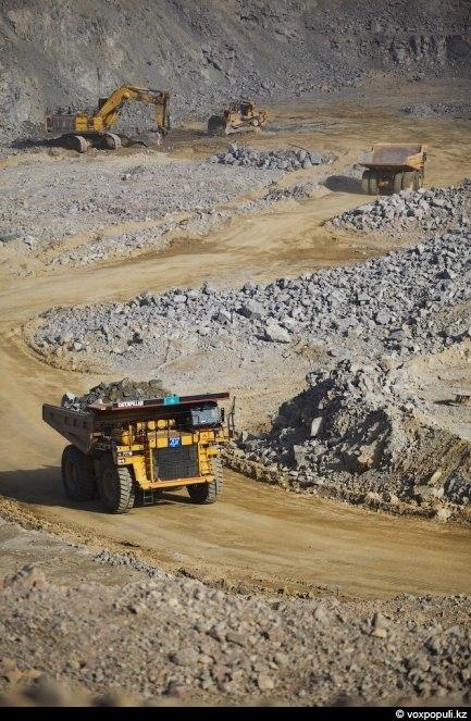 Проектная производительность - 8 миллионов тонн руды в год. Пока добывают - 6. На одну...