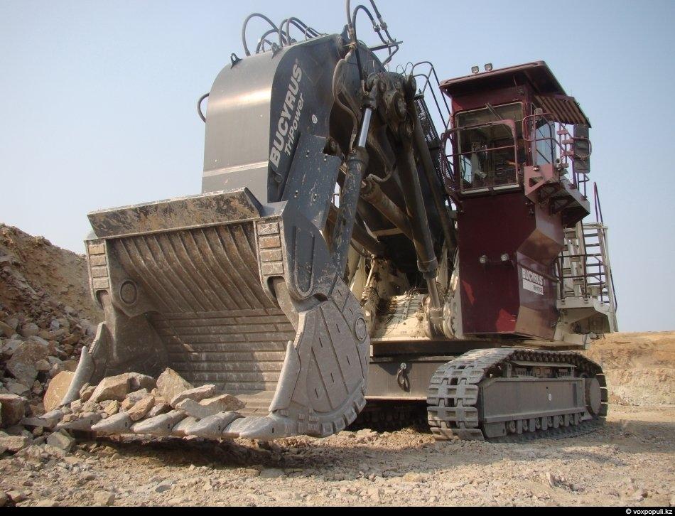 Это экскаватор RH 120-Е TEREX. Долговременная производительность у него 2 000 тонн в час. Один...