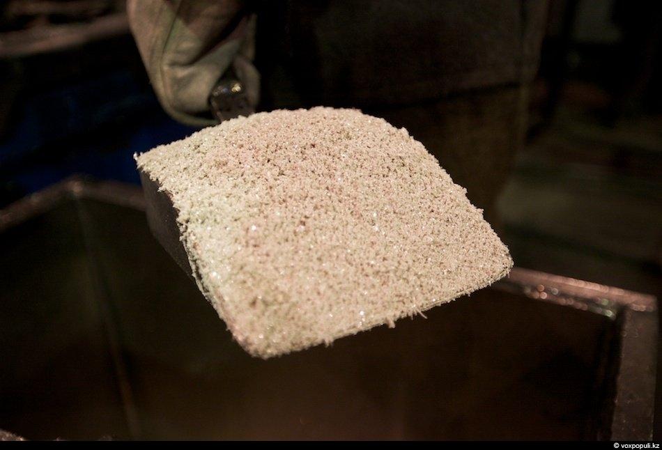 Вот это кристаллы серебра, которые переплавляют в индукционных печах