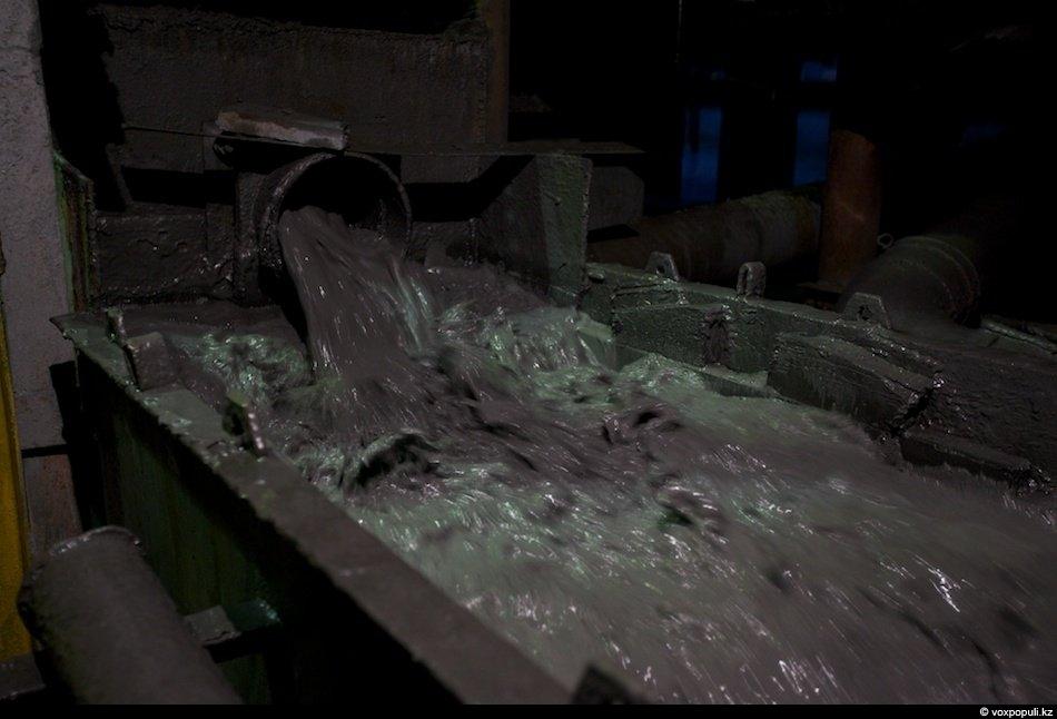 После измельчения руда поступает на отсадочные машины и начинается процесс гравитации