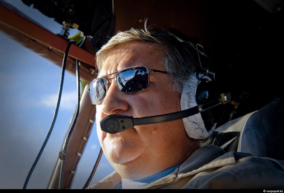 Казахстанский летчик, подполковник Павел Яблонский. Именно он 15 апреля 2010 года на военно-транспортном Ан-26 вывез...