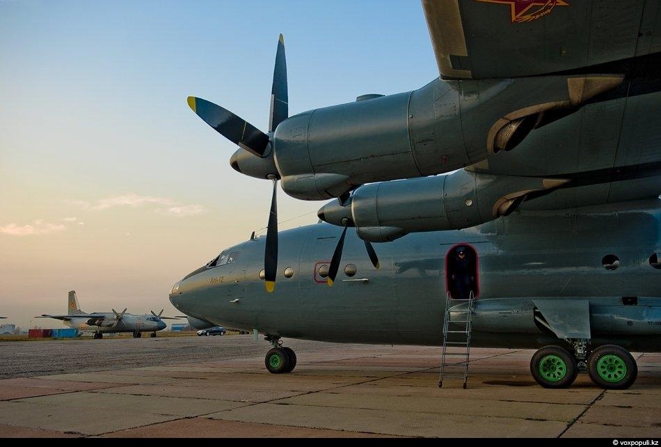 Ан-12 БП на военной площадке Алматинского международного аэропорта