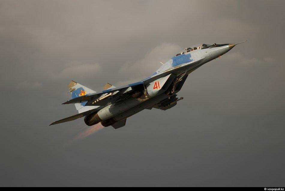 МиГ-29 УБ взлетает на форсаже