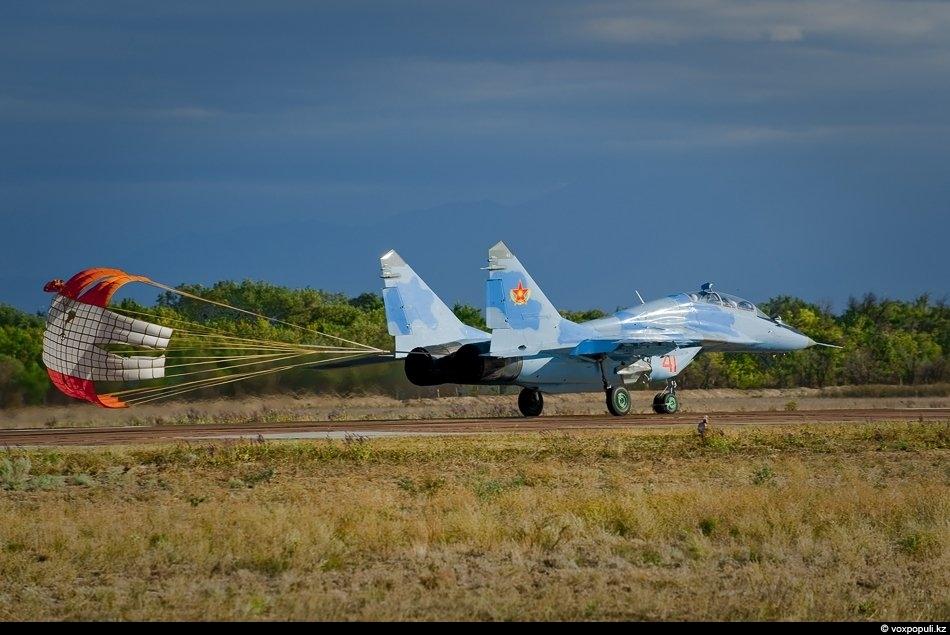 Посадка МиГ-29 УБ