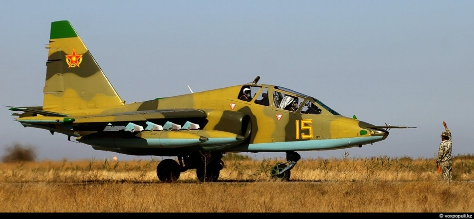 Су-25 УБ, учебно-боевой двухместный штурмовик. Предназначен для непосредственной поддержки сухопутных войск над полем боя. А...