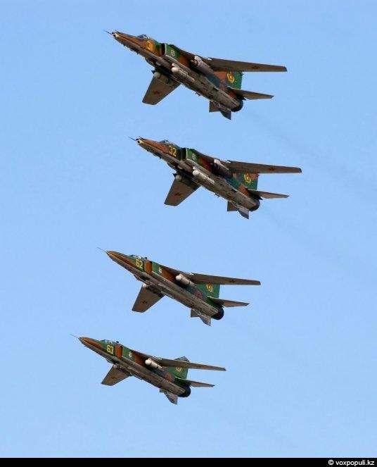 Совместное звено МиГ-23 и МиГ-27 во время учебно-боевого вылета