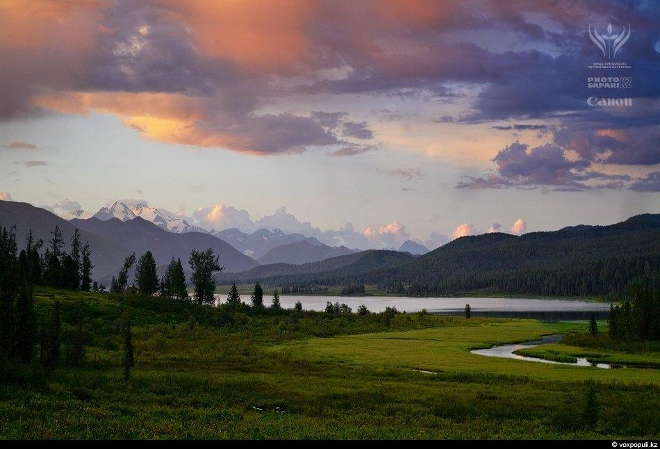 Алтай, озеро Язевое, гора Белуха. Множество древних легенд и преданий связаны с этой мистической двуглавой...