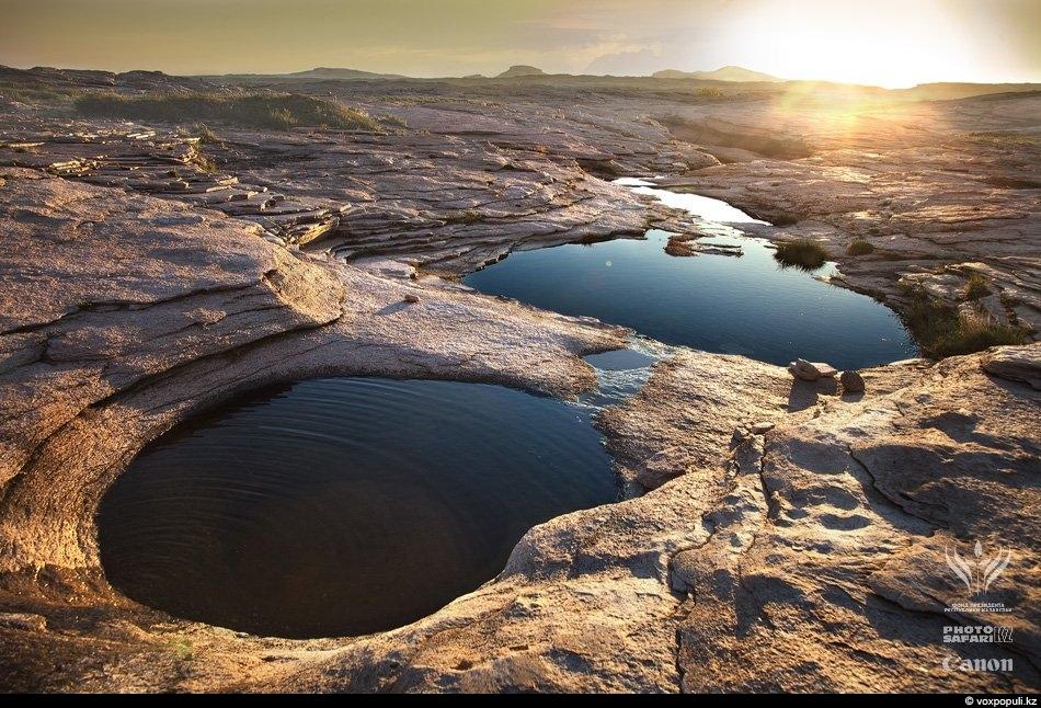 Бектау-Ата. В каменных чашах скапливается дождевая вода