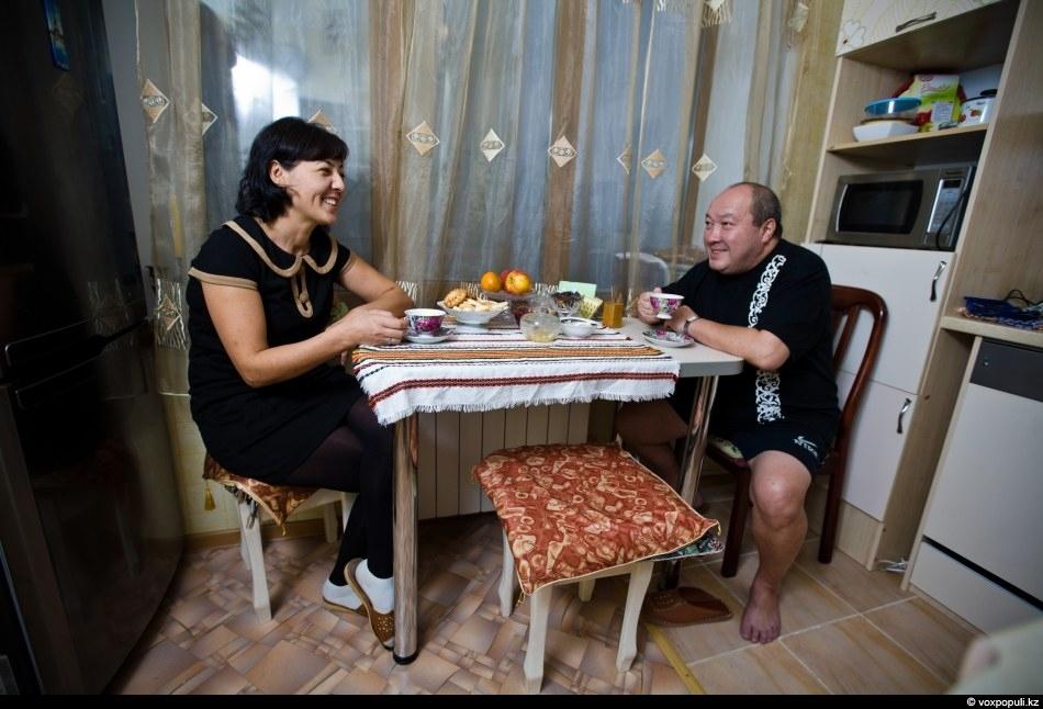 Секс казахски семейной пары 27 фотография