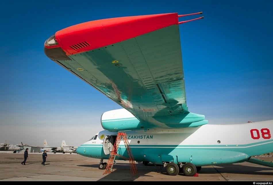 Самолет способен перевозить колесную самоходную и несамоходную технику.