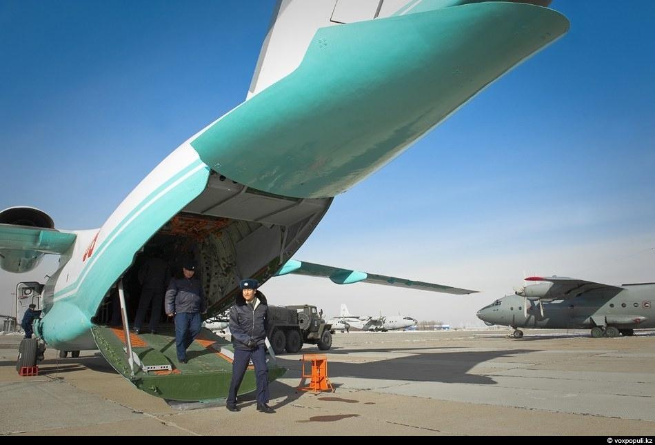 Два экипажа, которые будут летать на казахстанских Ан-72, поступивших в ВВС, прошли переподготовку на Украине...