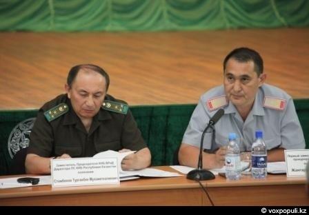 На борту был временно исполняющий обязанности директора ПС КНБ Турганбек Мухаметкалиевич Стамбеков (на фото слева)....